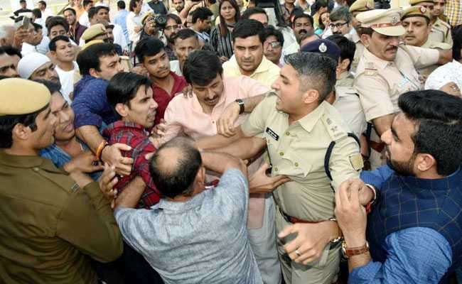 AAP Demands Manoj Tiwari's Arrest After Chaos At Bridge Inauguration