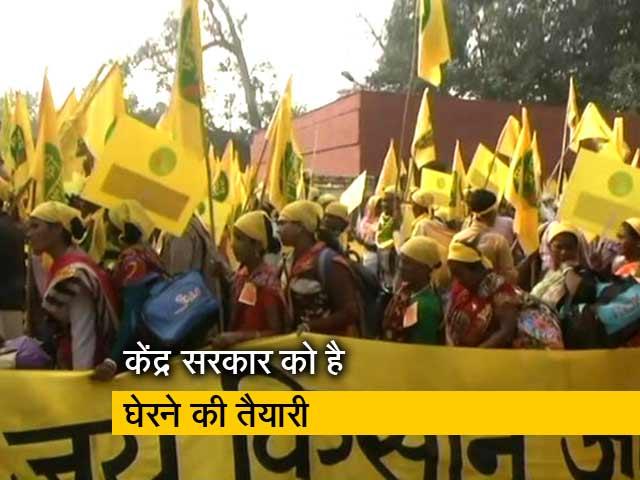 Videos : अपनी मांगों को लेकर दिल्ली पहुंचे लाखों किसान