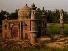 UP Man Who Built 'Mini Taj Mahal' For Wife Killed In Road Accident
