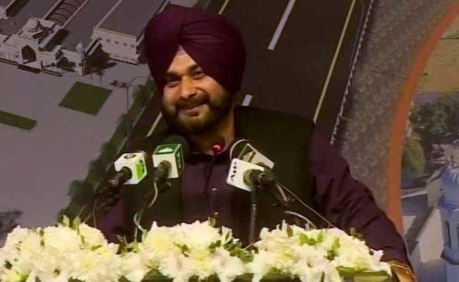 Navjot Singh Sidhu Meets Supporters, Says Not Quitting Congress
