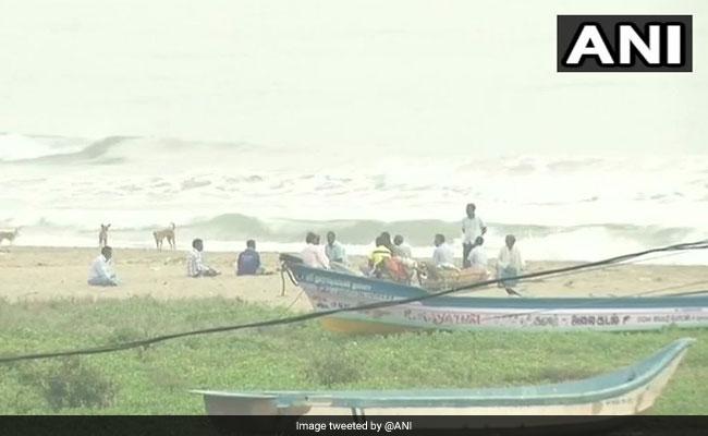 Cyclone Gaja To Hit Coastal Tamil Nadu Today, Navy On Alert: 10 Points thumbnail