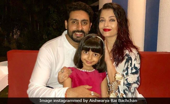 This Pic Of Aishwarya Rai Bachchan And Abhishek (With Aaradhya) Is Sweeter Than Any Gulab Jamun You'll Ever Have