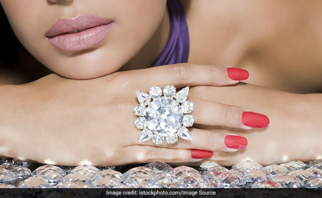 8 Stylish Floral Rings To Accessorise Your Casual Outfits With