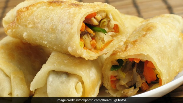 Spring Rolls Overloaded With Loads Of Gravy, Try These BOMB Delights In Paharganj