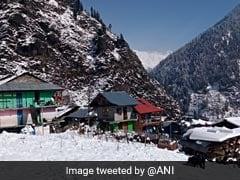 हिमाचल प्रदेश के कई हिस्सों में बर्फबारी, चारों तरफ बिछ गई मनमोहक सफेद चादर
