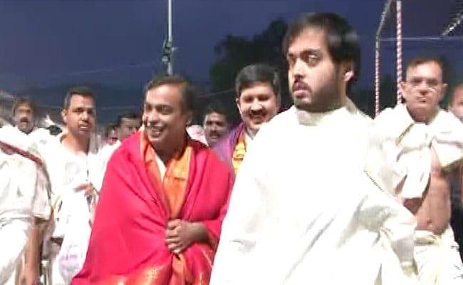 मुकेश अंबानी ने बेटी की शादी का कार्ड चढ़ाया दुनिया के सबसे अमीर मंदिर में, 12 दिसंबर को मुंबई में होगी रॉयल वेडिंग