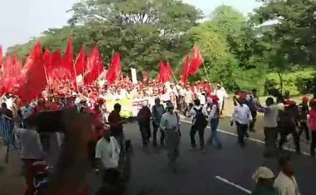 Singur To Kolkata: Farmers March For Industry, Jobs, Farming Fit Land