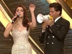 आलिया भट्ट बोल रही थीं अमिताभ बच्चन के डायलॉग, शाहरुख खान यूं लेने लगे पंगा और फिर...देखें Video
