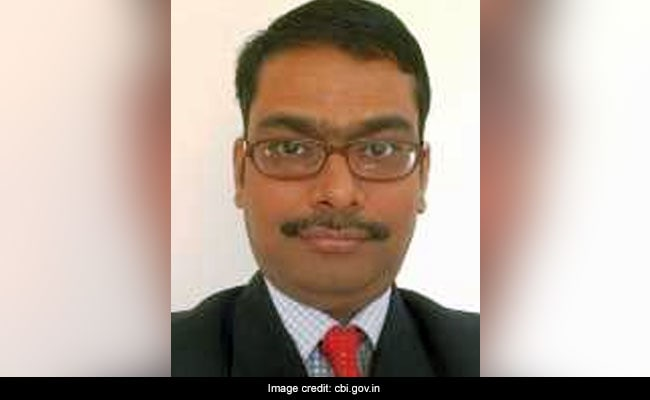 CBI अधिकारी ने सुप्रीम कोर्ट में तबादले को दी चुनौती, कहा- 'एक राज्यमंत्री ने कुछ करोड़ रुपये की रिश्वत ली'