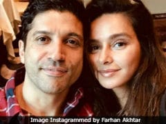 Farhan 'Bumped' Into Shibani. The Internet's Not Buying It