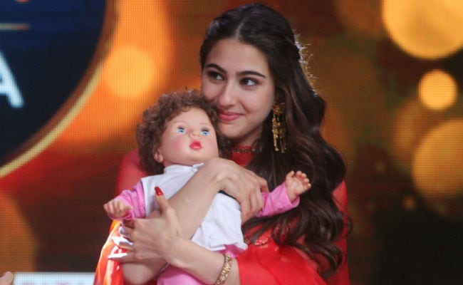 Sara Ali Khan gets her hands on Taimur doll. See pics