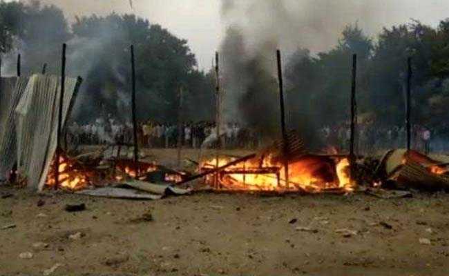दिवाली के दिन पटाखों की दुकान में भीषण आग, 5 दुकानें और 3 गाडि़यां जल कर खाक