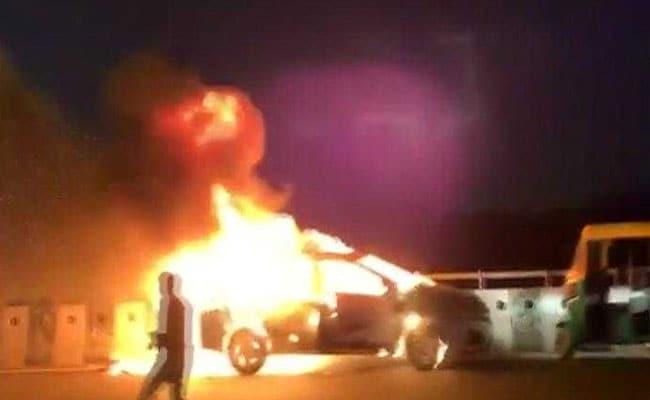 ...जब साइबर सिटी गुड़गांव में धू-धू कर जलने लगी कार, देखें रोंगटे खड़े कर देने वाला VIDEO