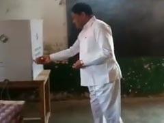 जीत के लिए BJP मंत्री का अनोखा कारनामा: पहले अगरबत्ती जलाई, EVM को किया प्रणाम, फिर नारियल फोड़ डाला वोट