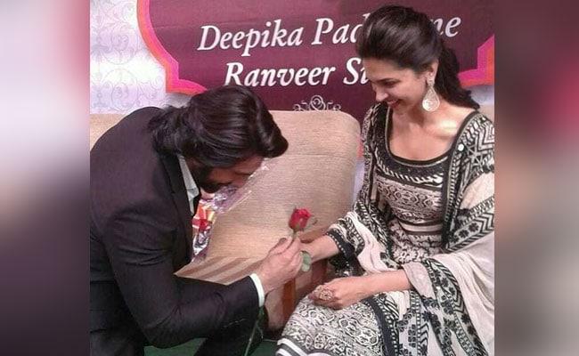 Deepika-Ranveer Engagement: घुटनों पर बैठ रणवीर सिंह ने पहनाई अंगूठी, आंसू न रोक पाईं दीपिका पादुकोण