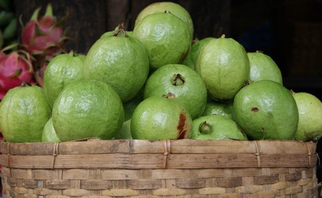 Guava For Weight Loss: Eating This Green, Crunchy Fruit May Help You Lose Weight