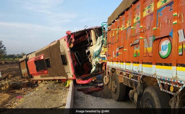 Bus Collides With Lorry In Karnataka's Hubli; 6 Dead, 10 Injured