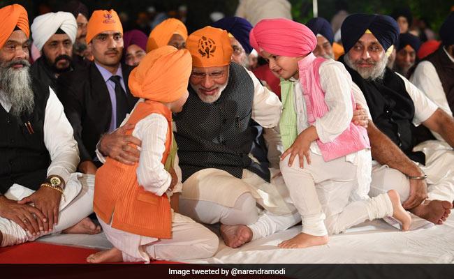 PM Modi Attends Gurpurab Celebrations At Harsimrat Kaur Badal's House