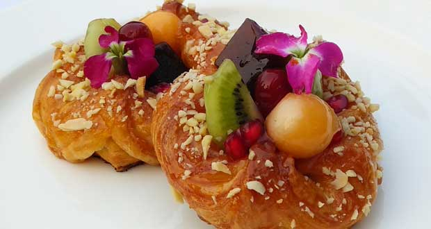 Mix fruit Danish