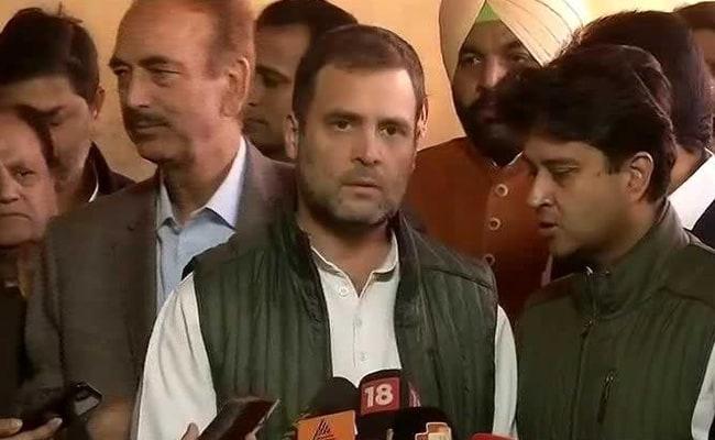 VIDEO: प्रेस कॉन्फ्रेंस से पहले कांग्रेस नेता से राहुल ने कुछ पूछा, तो स्मृति ईरानी बोलीं- अब भी ट्यूशन लेनी पड़ती है