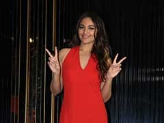 How To Get Sonakshi Sinha's Stylish Party Look
