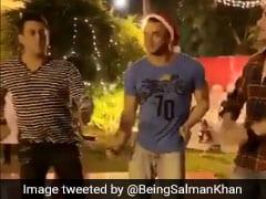 सलमान खान ने अपने भाइयों संग Christmas पर मचाया धमाल, वायरल हो गया Video