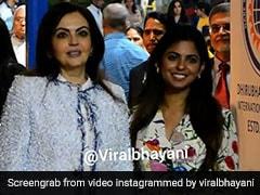 शादी के बाद कुछ यूं दिखीं ईशा अंबानी, मम्मी नीता अंबानी संग कैमरे के सामने दिए पोज... देखें Video