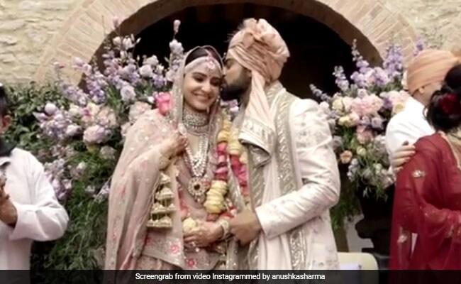 Happy Anniversary Virat-Anushka: माथे को यूं चूमना और हाथों में हाथ डाल मंडप पर बैठना, विराट का ऐसा रोमांटिक अंदाज़ पहले नहीं देखा होगा आपने, देखें VIDEO