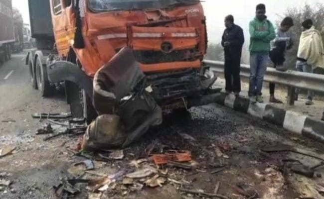 कोहरे की वजह से फ्लाइओवर पर एक के बाद एक टकराई 50 गाड़ियां, आठ की मौत, कई घायल, मुआवजे का ऐलान
