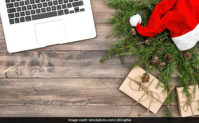 Things For Christmas.5 Things You Can Use To Decorate Your Work Desk For Christmas