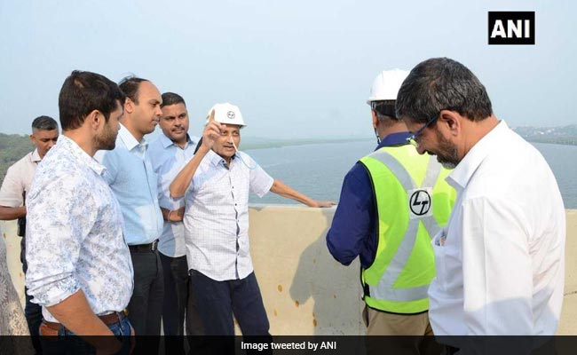 Ailing Manohar Parrikar Inspects Goa Bridge, Photo Draws Sharp Reactions