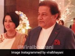 अनूप जलोटा का यूं दिखा दमदार अंदाज, अलका याग्निक के बेटी की शादी में पहुंचे ये सेलेब्स... देखें Video
