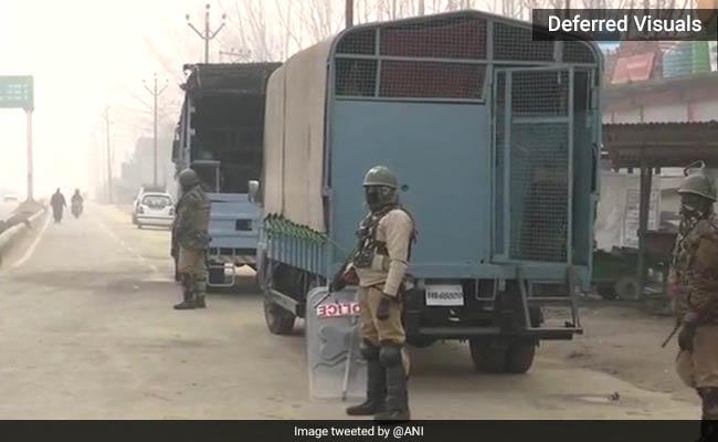 श्रीनगर: 17 घंटे चले एनकाउंटर में सुरक्षाबलों ने मार गिराए तीन आतंकी, तलाशी के लिए उड़ाए पांच घर