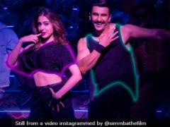 <i>Simmba</i>'s <i>Aankh Maare</i> Redux: Ranveer Singh And Sara Ali Khan Rock This Party Track
