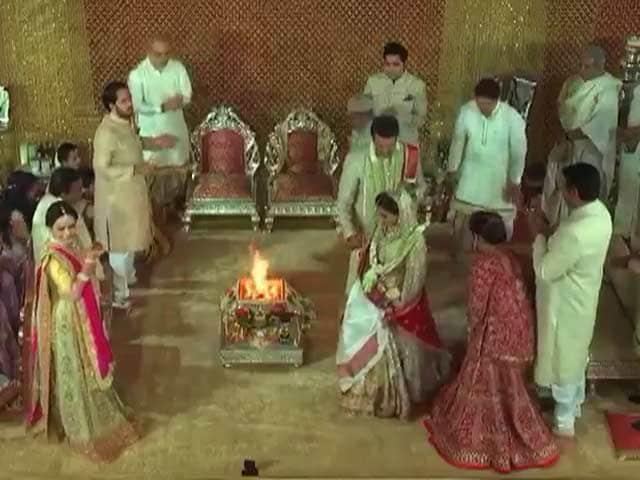 Video : <i>Sindoor, Pheras</i>: Watch Isha Ambani-Anand Piramal Wedding Snippets