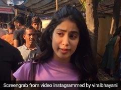 जाह्नवी कपूर ने फैन संग खिंचवाई सेल्फी, फिटनेस लुक में कुछ यूं आईं नजर... देखें Video