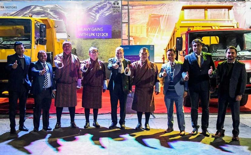 Asif Shamim, RM (SAARC) Tata Motors, Lyonpo Karma Donnen Wangdi, Minister for I&B, Bhutan at the Launch