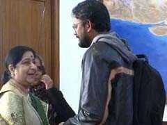 पाकिस्तान से 6 साल बाद वतन लौटा और विदेश मंत्री से मिल फूट-फूटकर रोने लगे हामिद, देखें वीडियो