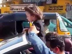 अबराम को खुली कार में लेकर मुंबई की सड़कों पर नजर आए शाहरुख खान, बाइकर्स ने यूं किया पीछा- Video हुआ वायरल