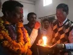 मध्य प्रदेशः जब मंत्री जी को 'भगवान' मानकर शिक्षाधिकारी ने उतारी आरती