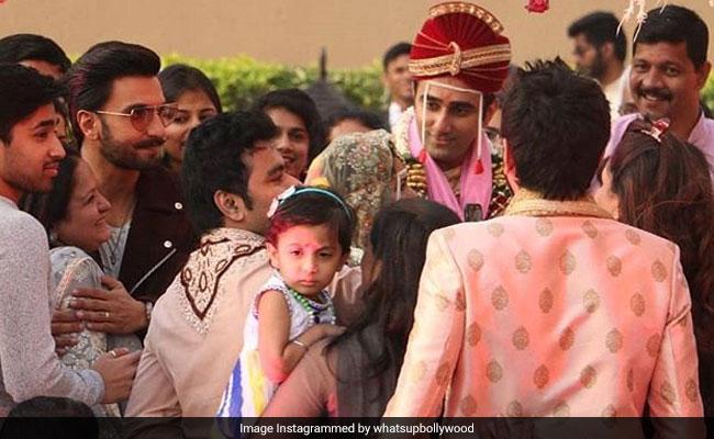 रणवीर सिंह ने बिना बुलाए ही इस शादी में मारी 'एंट्रियां' और फिर हुआ कुछ ऐसा...देखें Video