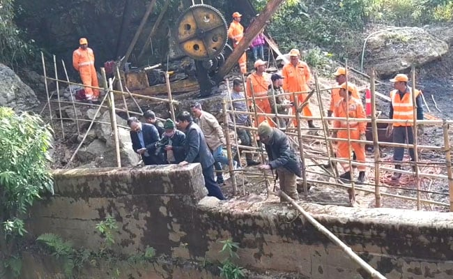 Navy's Effort To Pull Out Trapped Meghalaya Miner's Body Hits Snag Again