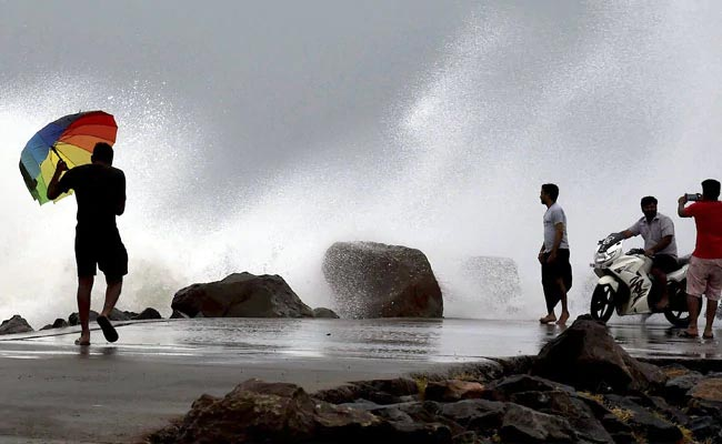 Cyclone Phethai To Hit Andhra Pradesh Today, Coastal Areas On Alert: 10 Points