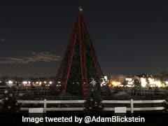 विश्व का सबसे बड़ा और तैरता क्रिसमस ट्री हुआ रोशन, सैंकड़ों लोग पहुंचे