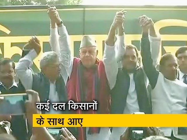 Videos : सिटी सेंटर: दिल्ली में किसानों के साथ आया विपक्ष, क्या अदालत में टिक पायेगा मराठा आरक्षण?