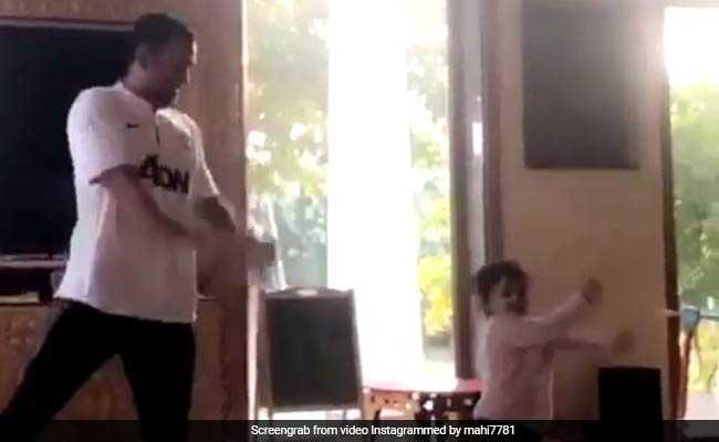जब बेटी जीवा ने महेंद्र सिंह धोनी को सिखाया नया डांसिंग स्टेप, VIDEO वायरल