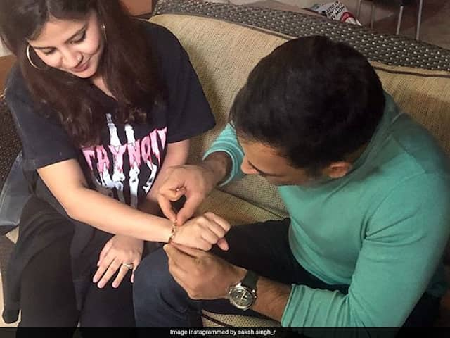 MS Dhoni Helps Wife Sakshi Tie Wristband And Shoes, WAGs Are Loving It