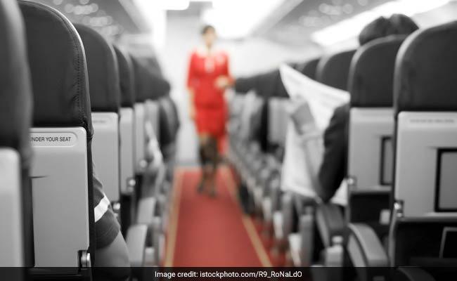 विमानों में उत्पीड़न के खिलाफ आवाज उठा रही हैं हांगकांग चालक दल की महिलाएं