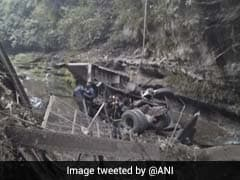 उत्तराखंड के देहरादून में पुल गिरने से दो लोगों की मौत, 3 घायल