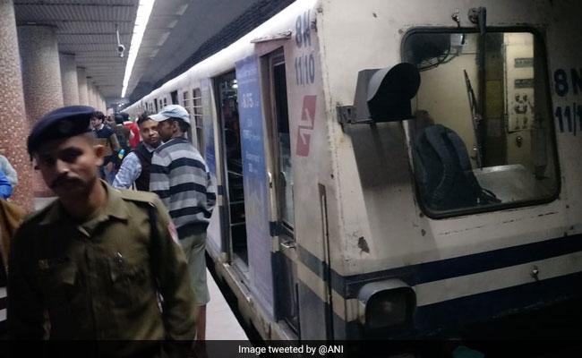 कोलकाता मेट्रो में लगी आग से मची भगदड़, दम घुटने से कई यात्री हुए अचेत
